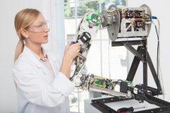 テクノロジーの分野で活躍して今日の世界を形成してきた「発明の母」である女性たち