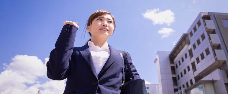 転職活動をする40代の女性